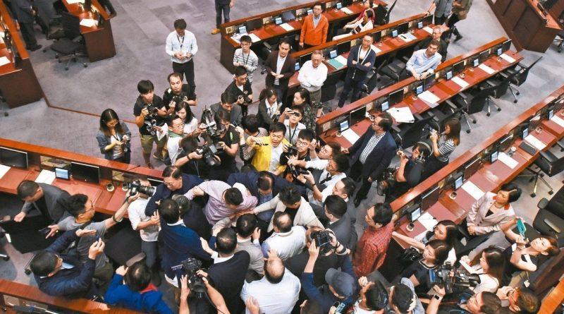 """靖海侯: 香港反對派的""""重生""""之路"""